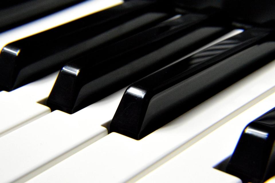 korzysci z nauki gry na pianinie