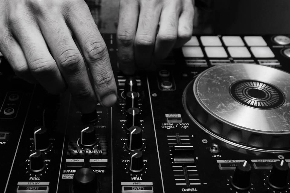 Jak zostać DJ-em?